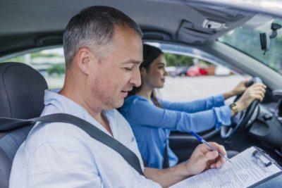 кто может обучать вождению автомобиля кроме инструктора