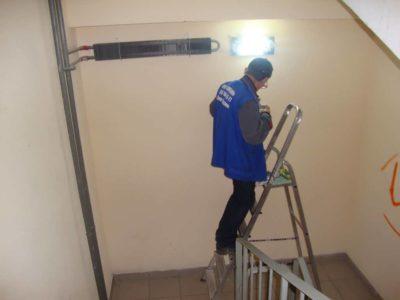 кто меняет лампочки в подъездах многоквартирных домов